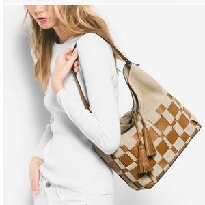 💼🎉Host Pick NWT Michael Michael Kors Vivian  Bag